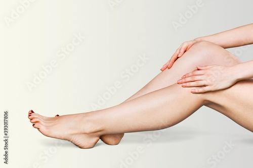 Obraz na plátne Beautiful thin female legs without hair