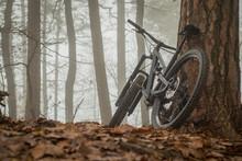 Modern Black Mountain Bike Res...