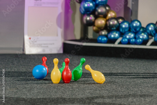 Fotografía Top view of colorful skittles standing on playground floor