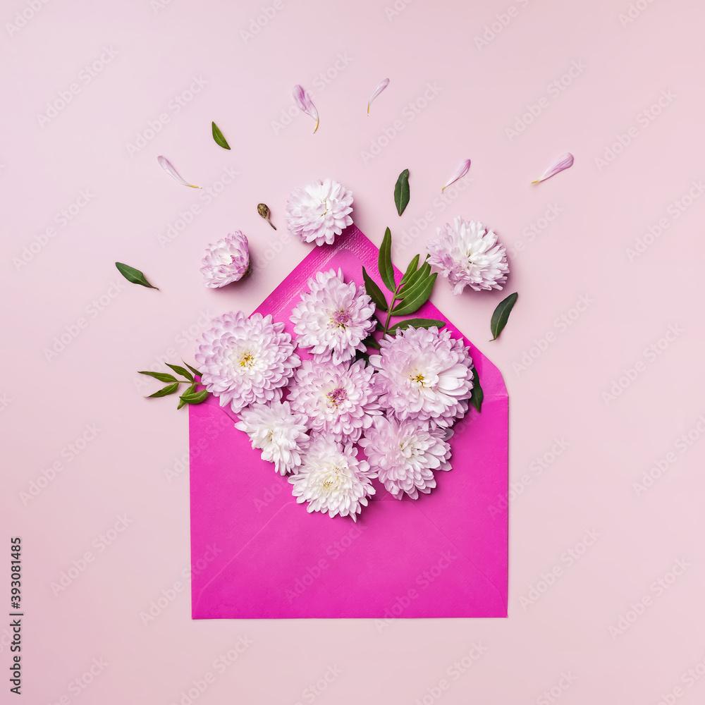 Fototapeta Pink envelope full of various flowers.