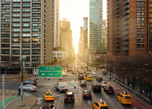 Photo New York, USA - December 24, 2019: Aeral view of Second Avenue in Manhattan, New York