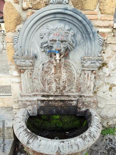 Fototapeta Stara miejska fontanelka w centrum miasta, Ardea, Italia. obraz