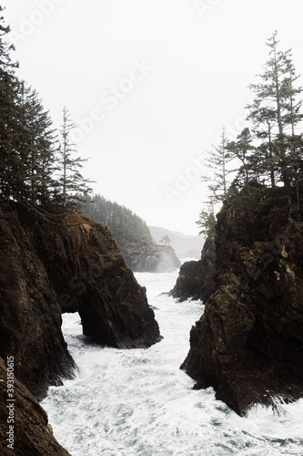 Fast river flowing through rough rocky terrain in mountainous area under overcast sky in autumn Fotobehang