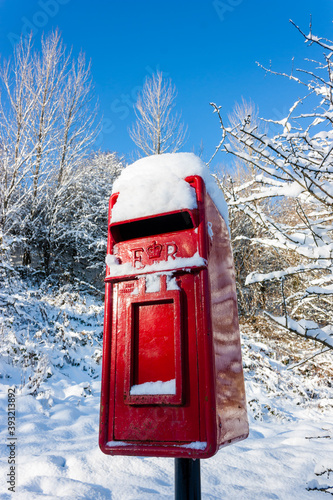 Tablou Canvas Traditional red postbox in the snow