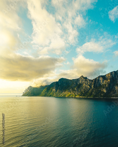 Tablou Canvas Beautiful scenery of the sea surrounded by rocky cliffs in Norway