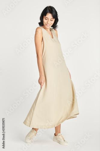 Fotografia Woman in a minimal beige dress mockup