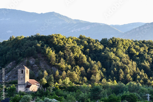 Платно landscape with mountains and trees, photo as a background , in janovas fiscal so