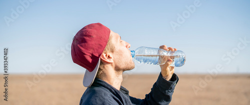 Obraz na plátne person in summer season feel thirsty and drink some water in desert