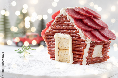 Foto charcuterie chalet house for a christmas party