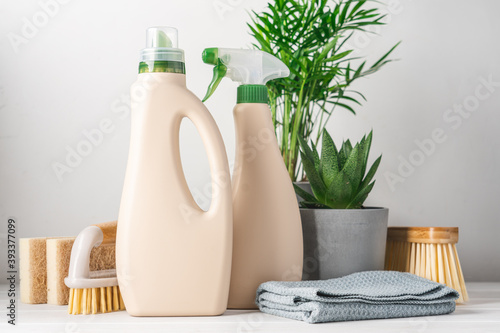 Obraz Eco-friendly bottled cleaning products. Reusable brushes and home green plants. Green life concept - fototapety do salonu
