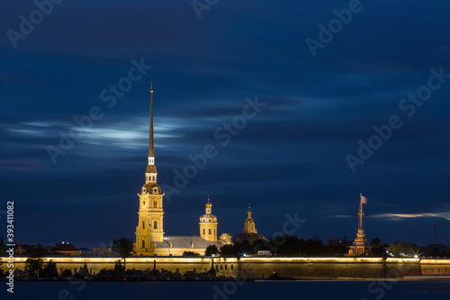 Carta da parati Peter and Paul fortress in night, Saint-Petersburg, Russia