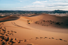 Beautiful Sandy Empty Desert W...