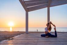 Flexible Woman Doing Yoga In M...
