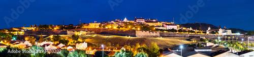 Night skyline of Elvas. UNESCO world heritage in Portugal Fotobehang