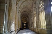 Claustro Da Catedral De Segovi...