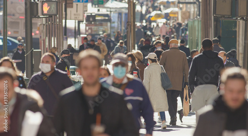 Obraz Crowd of people walking street wearing masks in New York City during Covid 19 coronavirus pandemic in 2020 - fototapety do salonu