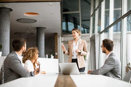 Multiethnic business people working together in the office - fototapety na wymiar