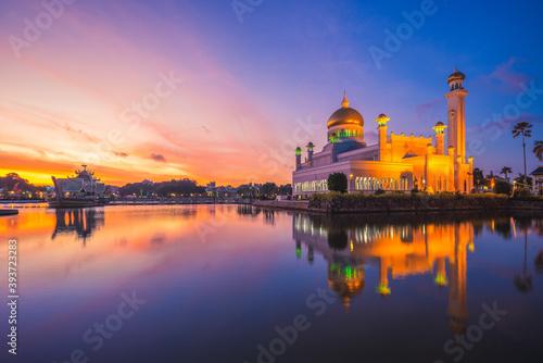 Tela Omar Ali Saifuddien Mosque in Bandar Seri Begawan, brunei