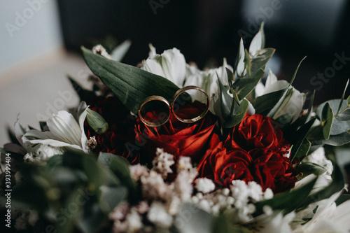 Fototapeta Obrączki pary młodej do ślubu obraz
