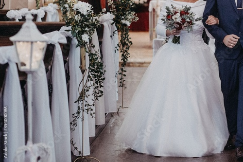 Fototapeta Ślub pary młodej w kościele katolickim w Polsce obraz