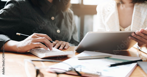 Obraz Businesswoman holding pens and holding graph paper are meeting to plan sales to meet targets set in next year.. - fototapety do salonu