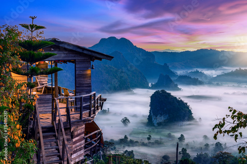 Sunrise and morning mist at Pha Chang Noi Viewpoint, Phu Langka National Park, Phayao Province, Thailand Fototapet