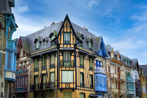 Fotografiet maisons typiques de la ville de Mers-les-Bains en France
