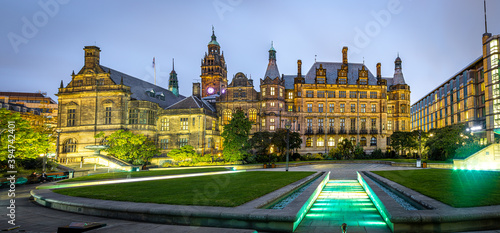 Tela View of Sheffield City Council and Sheffield town hall in autumn
