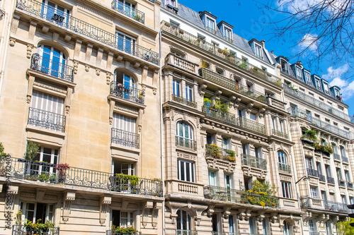 Tela Paris, typical building