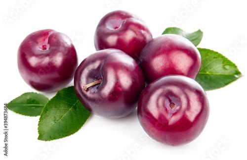Obraz na plátně Fresh plums with green leaves still life