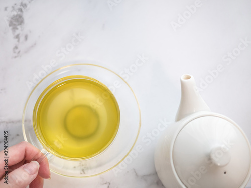 Papel de parede 透明耐熱グラスに急須で注がれた緑茶・日本茶を家で飲む様子。