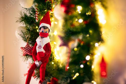 Fotografía Elf on the shelf in mask. Christmas decoration