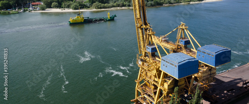 Tela PORT TRANSSHIPMENT FACILITIES AND HOPPER DREDGER - A specialized vessel works on
