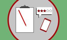 Collage In Grau, Rot Und Grün Mit Klemmbrett, Stift, Handy Und Sprechblase Mit Fünf Bewertungssternen