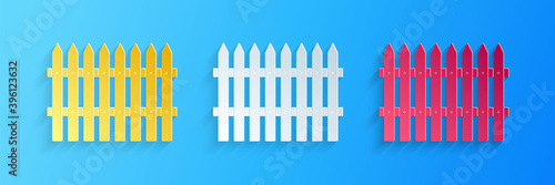 Photo Paper cut Fence wooden icon isolated on blue background