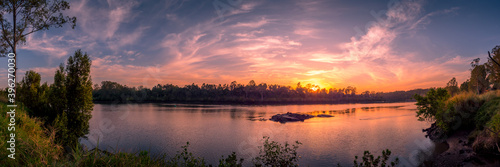 Canvastavla Beautiful Panoramic Riverside Sunrise with Reflections