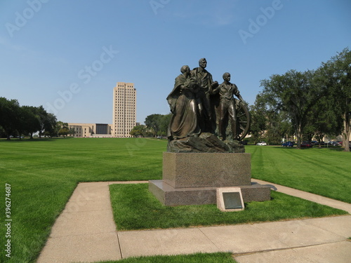Canvas Print North Dakota Capital Building in Bismarck, ND