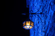 canvas print picture - Laterne Lampe Burg Altena Weihnachten Advent Winter blau Mauer Wand Licht Glühbirne Romantik Mittelalter Nostalgie Vintage Schein Gemäuer Illumination Wärme Dunkelheit Schatten Erleuchtung Kontrast
