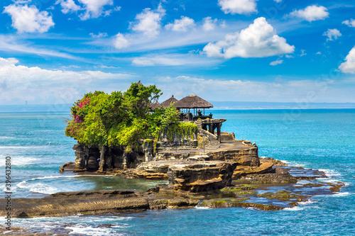 Tanah Lot temple in Bali © Sergii Figurnyi