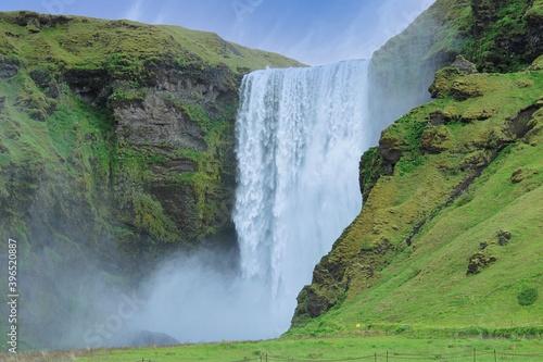 Fototapety, obrazy: Waterfall in a beautiful Icelandic surrounding