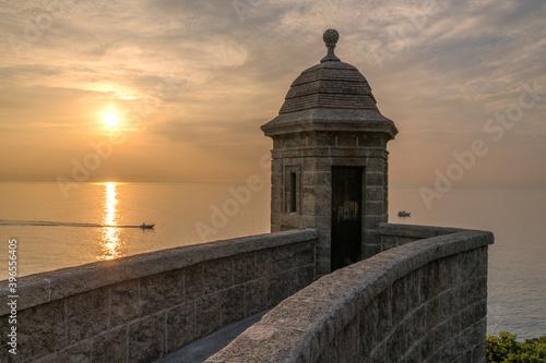 Fototapeta Lever de soleil sur le fort saint Antoine en Principauté de Monaco