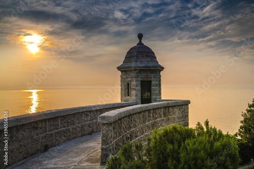 Fotografie, Obraz Lever de soleil sur le fort saint Antoine en Principauté de Monaco