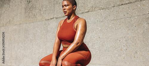 Leinwand Poster Plus size female model taking a break from exercise
