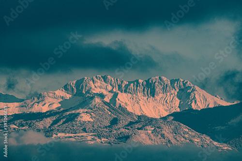 Canvas-taulu Montagna, neve, nevicata, alpi, nuvole, alba