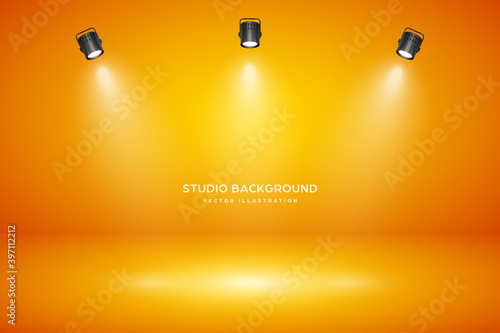Foto Empty orange studio abstract background with spotlight effect