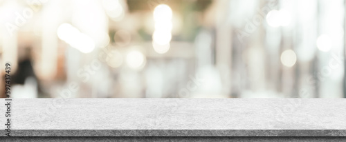 Photo Empty white marble stone table top and blur interior cafe and restaurant
