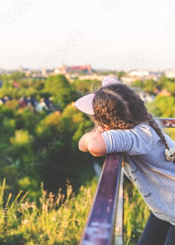 Fototapeta A little girl looking at Wawel  obraz