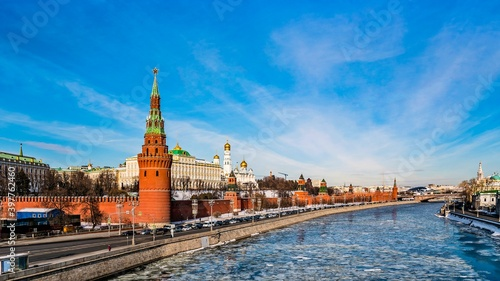 Fototapety, obrazy: The Moscow Kremlin, the Kremlin Embankment, the Moskva River in the early spring during the ice drift. Russia.