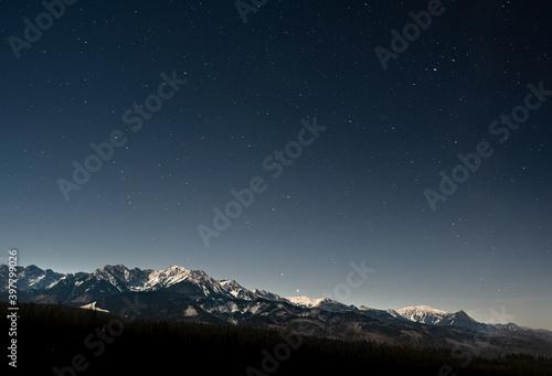Nocny widok na polskie góry