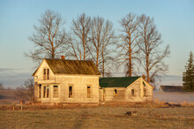 Abandoned Farmhouse At Sunrise In The Skagit Valley Of Western Washington.  An Old, Unused, Turn Of The Century Rustic Wooden House Next To The Skagit River In Western Washington State.